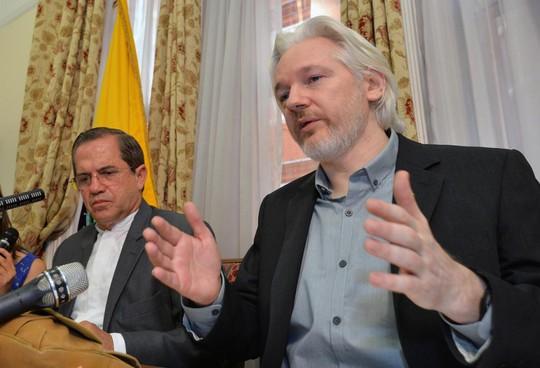 Người sáng lập trang web WikiLeaks Julian Assange. Trang này mới cho biết Mỹ do thám cả đồng minh Nhật Bản. Ảnh: AP