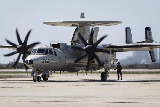 Trung Quốc đang muốn thách thức vai trò của Không quân Mỹ tại châu Á. Trong ảnh là một máy bay cảnh báo sớm E-2C Hawkeye của Mỹ. Ảnh: Reuters