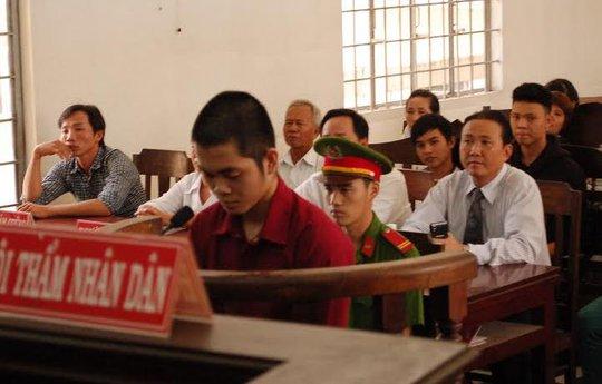 Đâm chết thầy giáo quấy rối, thiếu niên bị tù
