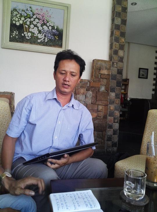 Ông Nguyễn Quốc Thịnh, trưởng nhóm Cascadeur Quốc Thịnh trao đổi vớibáo chí