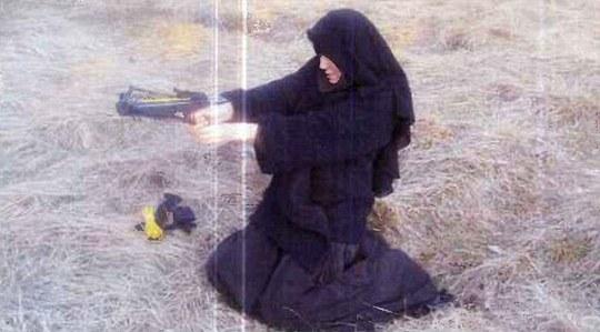 """Vợ của kẻ thảm sát Kosher: Từ """"bông hồng"""" bikini tới kẻ cực đoan"""