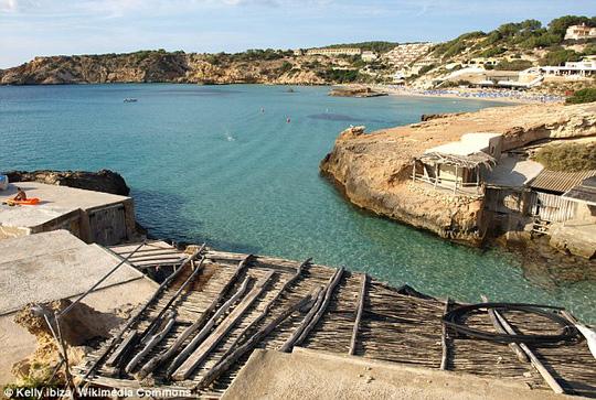 Chàng trai đã cố gắng tìm một vị trí đẹp nhất trên đảo để cầu hôn người yêu. Ảnh: Wikimedia Commons