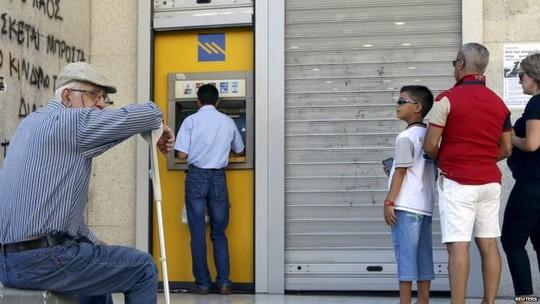 Greek bank, Iraklio, 7 July