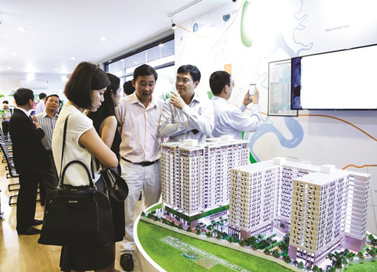 Với người nghèo, việc mua được một căn hộ giá rẻ cũng là một ước mơ lớn.  Ảnh: Mạnh Tùng