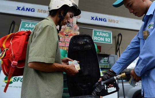 Với mức lợi nhuận bình ổn 300 đồng/lít xăng như hiện nay thì doanh nghiệp kinh doanh xăng dầu không bao giờ lỗ.