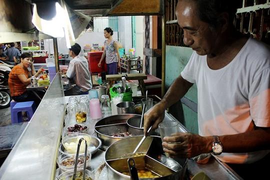 Xe chè người Hoa hơn nửa thế kỷ ở Sài Gòn