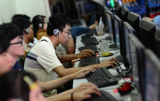 """Người dùng đang điên đầu vì tốc độ Internet """"rùa bò"""" - Ảnh: Thuận Thắng"""