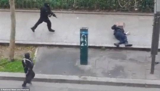 Pháp: Xả súng trong tòa soạn báo, 12 người chết