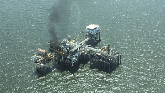 U.S. Coast Guard aerial photo shows a fire on board an oil production platform in Breton Sound Block 21 located about 20 miles (32 km) east of the boot tip of Louisiana, in the Gulf of Mexico May 22, 2015. (Reuters/Liam Mcdonnell)