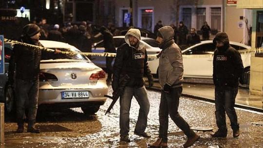 Cảnh sát nâng cao cảnh giác sau vụ đánh bom tự sát hôm 6-1. Ảnh Reuters