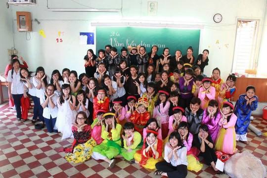 Leg: Học sinh Trường THPT chuyên Lê Hồng Phong được nhập vai trong các chuyên đề văn học.