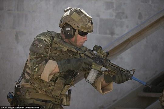 Hoàng tử Harry trải qua 1 tháng tập luyện với quân đội Úc. Ảnh: AAP