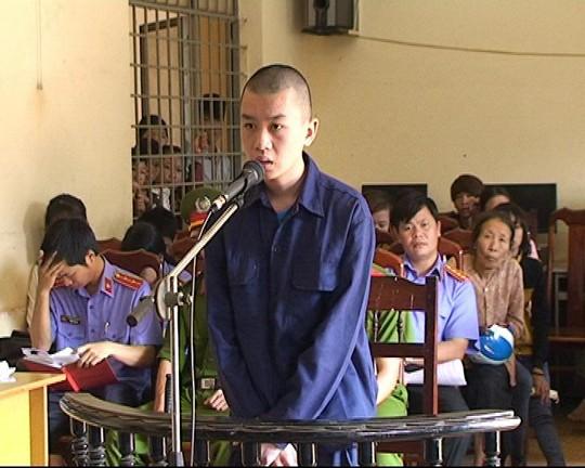 Ném đá xe khách, một thanh niên bị TAND huyện Ea H'leo, tỉnh Đắk Lắk tuyên phạt 4 năm tù tại phiên xử ngày 8-5 Ảnh: BÌNH NGUYÊN