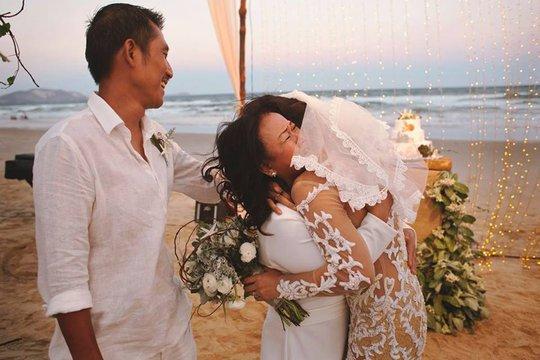 Ca sĩ Phương Vy khoe ảnh cưới rạng ngời