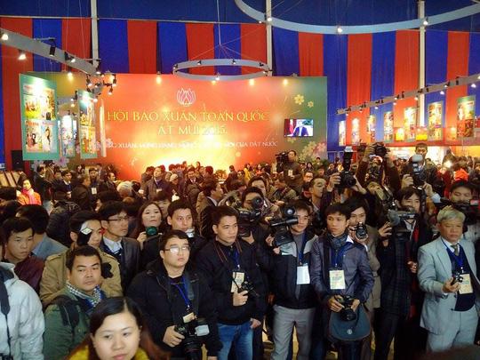 Các phóng viên tác nghiệp tại ngày hội của mình