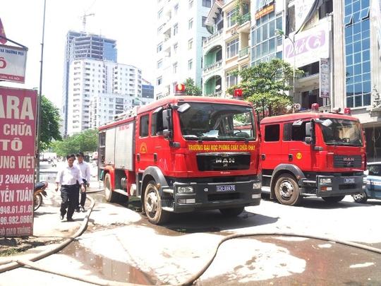 Ít nhất có 10 xe chữa cháy được điều đến hiện trường