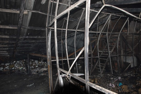 Vụ cháy thiêu rụi hơn 120 m2 kho chứa cồn
