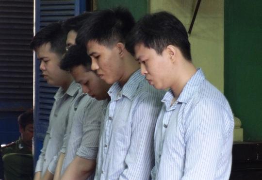 5 bị cáo tại phiên xử sơ thẩm ngày 11-5