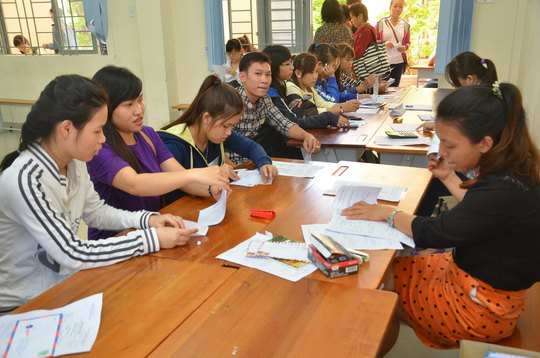 Thí sinh nộp hồ sơ xét tuyển nguyện vọng bổ sung vào Trường ĐH Sài Gòn năm 2014 Ảnh: TẤN THẠNH