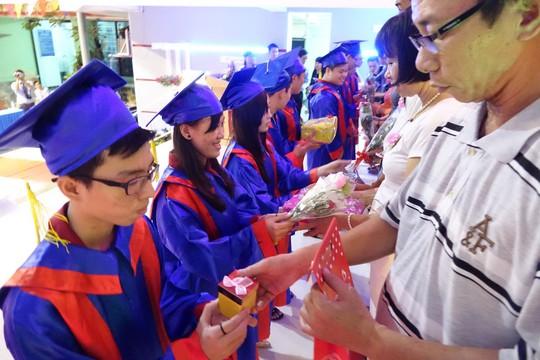 Học sinh Trường THPT Nhân Việt tri ân cha mẹ, thầy cô