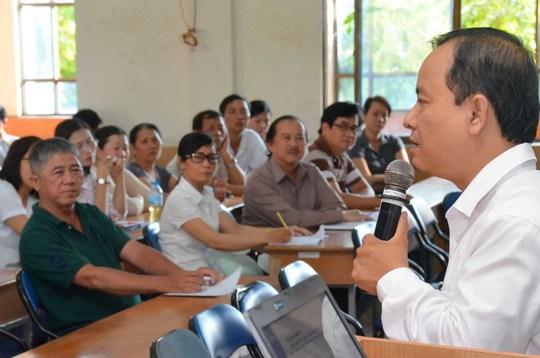 Ngày 5-4, Trường THPT Mạc Đĩnh Chi (TP HCM) đã họp mặt phụ huynh lớp 12 để cùng trao đổi thông tin và hướng dẫn đăng ký hồ sơ dự thi THPT quốc gia Ảnh: TẤN THẠNH
