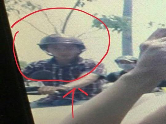 Kim Tuyến chỉ rõ hình ảnh tên cướp
