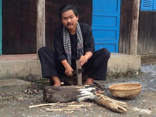 Diễn viên Thanh Tuấn vai ông Tám Xiêng, trong phim Con nhà giàu