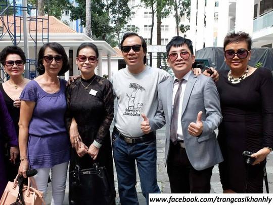 Ca sĩ Khánh Ly bên bạn bè tại TP HCM
