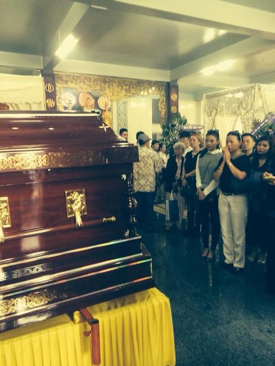 Nhiều người đến viếng Duy Nhân tại chùa Vĩnh Nghiêm