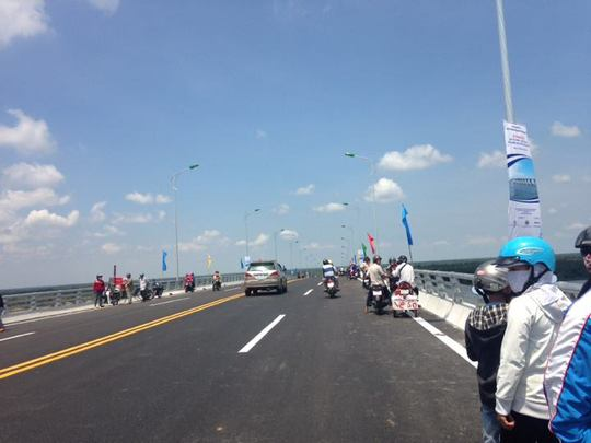 Thông xe cầu Cổ Chiên nối đôi bờ Trà Vinh - Bến Tre