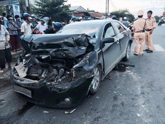 Xe camry bị hư hỏng nặng sau tai nạn Ảnh: Thành Tài