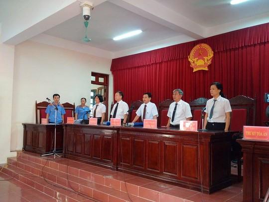 Hội đồng xét xử do thẩm phán Nguyễn Văn Hoa làm chủ toạ