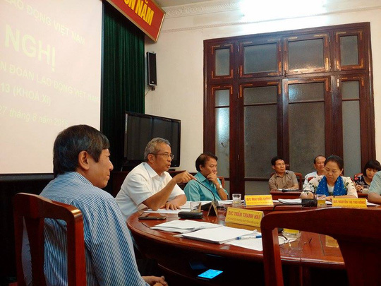 Chủ tịch Đặng Ngọc Tùng- người mặc áo trắng chủ trì Hội nghị Đoàn chủ tịch Tổng Liền đoàn lao động Việt Nam