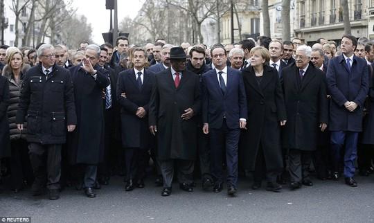 Các nhà lãnh đạo thế giới tại tuần hành ở Paris hôm 11-1. Ảnh: Reuters