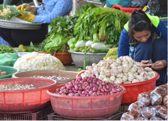 Sức mua tại các chợ lẻ ở TP HCM giảm mạnh so với dịp Tết năm ngoái  Ảnh: TẤN THẠNH