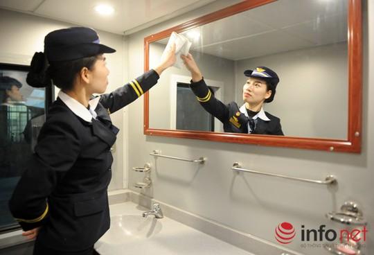 Mỗi toa đều được thiết kế hệ thống bồn vệ sinh cá nhân sạch sẽ cùng trang thiết bị cao cấp.