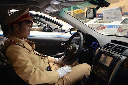 Chiến sỹ CSGT thử xe