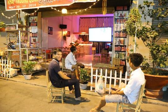 Những quán cà phê giá rẻ, phục vụ công nhân cũng mọc lên rất nhiều