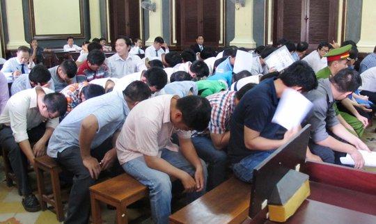 Các bị cáo tại phiên tòa ngày 13-5