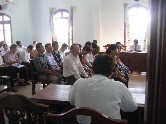 13/14 bị cáo có mặt tại phiên tòa phúc thẩm sáng 24-4