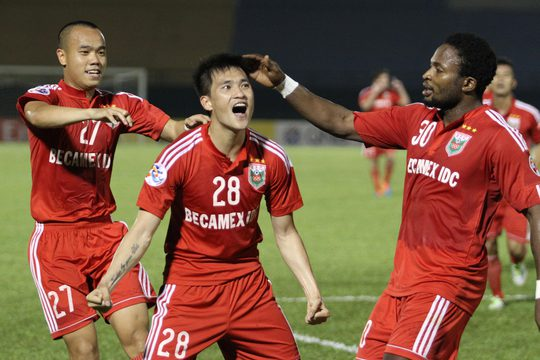 Công Vinh (28) sau bàn thắng duy nhất giúp B.Bình Dương thắng trận đầu tiên ở AFC Champions League Ảnh: HOÀNG TRIỀU