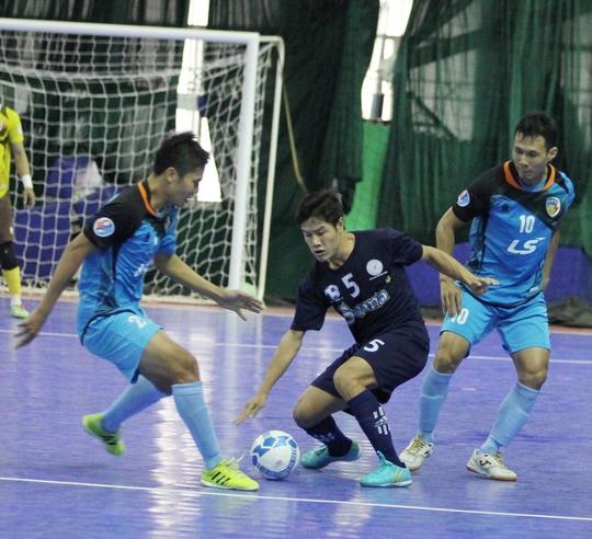 Đội trưởng Bảo Quân (phải) cùng Thái Sơn Nam đánh bại Sanna Khánh Hòa ở trận chung kết quốc gia mùa trước
