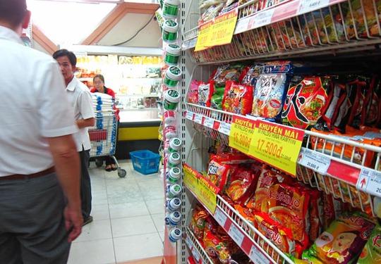Các loại mì gói ngoại được bán tại siêu thị