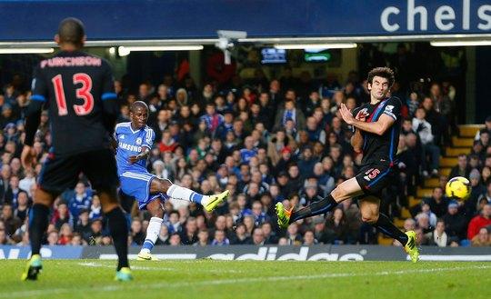 Ramires (giữa) tự tin cùng Chelsea tái đấu Crystal Palace tối 3-5 Ảnh: REUTERS