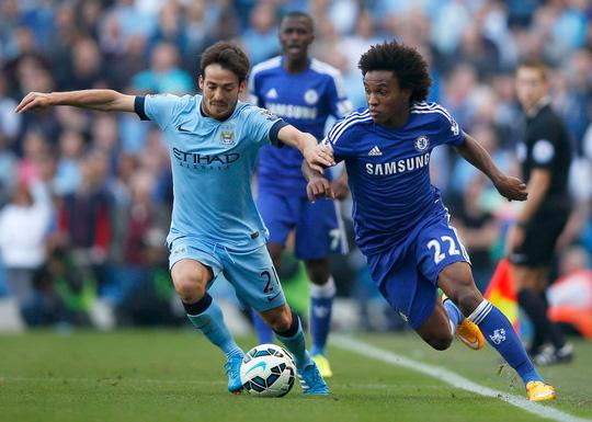 David Silva (trái) là niềm hy vọng lớn nhất của Man City khi họ muốn thu ngắn cách biệt với Chelsea xuống còn 3 điểm