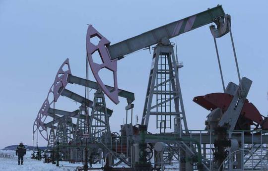 Các nhà sản xuất ở Mỹ đang thu hẹp hoạt động khai thác dầu đá phiến Ảnh: Reuters