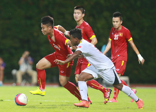 Phi Sơn (trái) chơi khá tốt ở trận thắng U23 Đông Timor khi mở tỉ số và có nhiều pha phát động tấn công biên  Ảnh: QUANG LIÊM