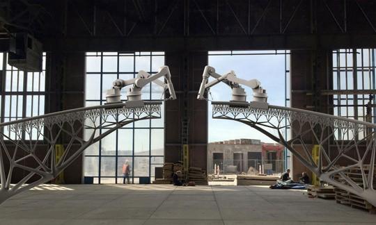 Công ty MX3D chuẩn bị ứng dụng công nghệ in 3D vào việc xây dựng chiếc cầu bằng thép bắc qua một con kênh tại thủ đô Amsterdam - Hà Lan Ảnh: MX3D