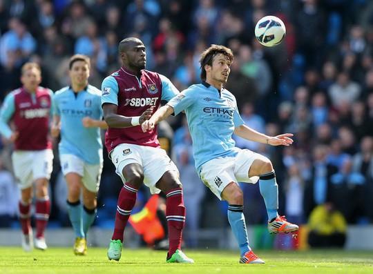 Man City buộc phải thắng West Ham nếu HLV Pellegrini muốn giữ ghế Ảnh: REUTERS