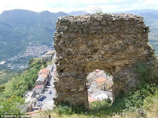Lời nguyền bắt đầu ám thị trấn Colobraro vào nửa đầu thế kỷ XX Ảnh: DAILY MAIL